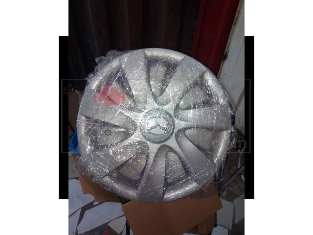 Plastic wheel cap